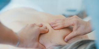 How Chiropractors Help to Ease the Pain & Stiffness